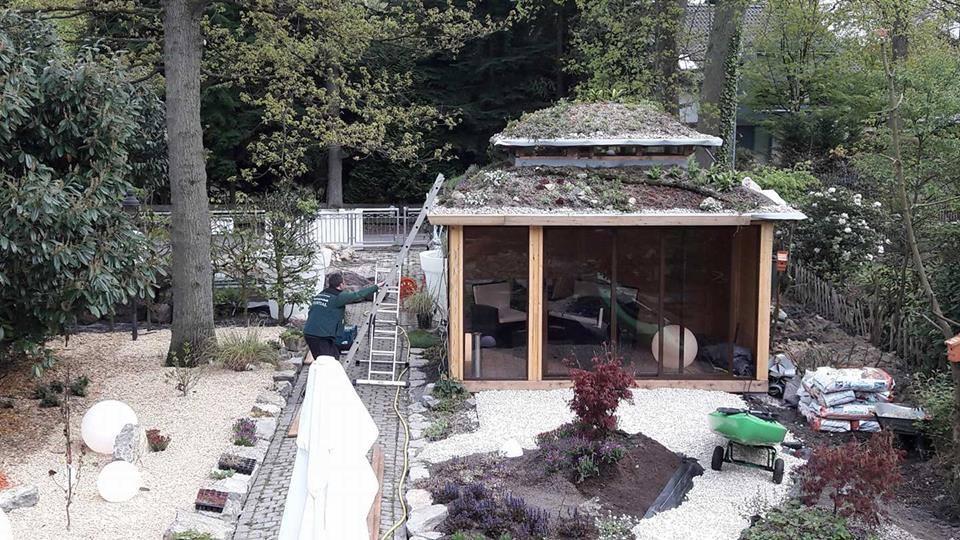 Originalios pavėsinės su sodu ant stogo.