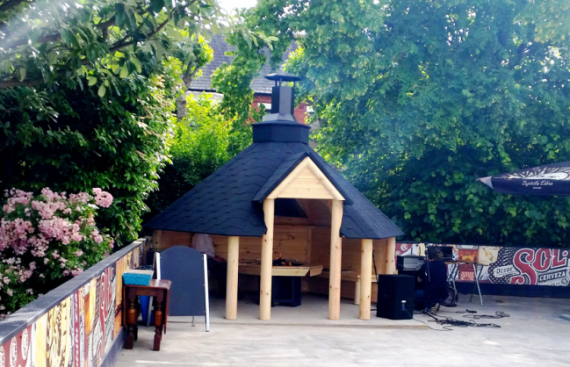 Atidaras medinis grilio namelis