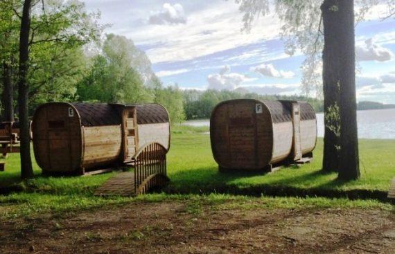 """UAB """"Lomeka"""" pagaminti kempingo nameliai iš bačkos."""