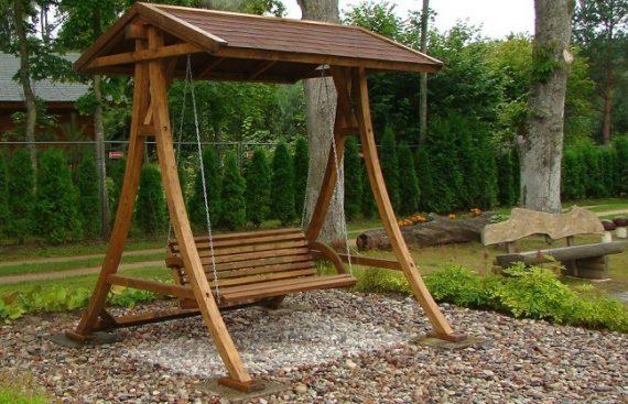 """UAB """"Lomeka"""" - sodo sūpynės pagamintos iš klijuotos medienos."""